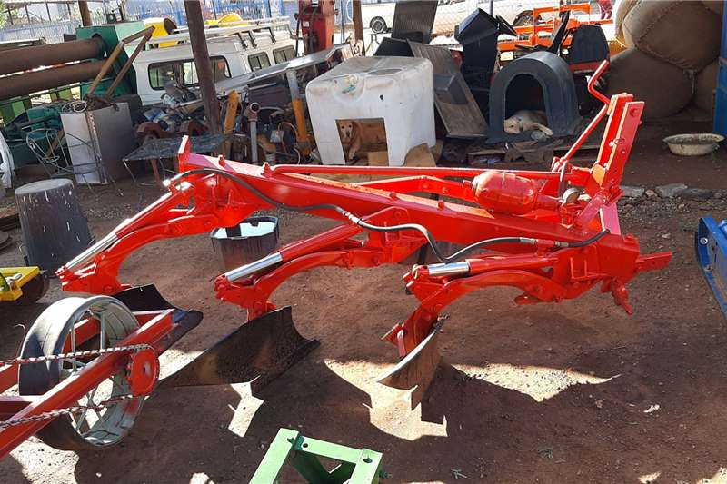 BPI Ploughs drie skaar pomp ploeg rooi Tillage equipment