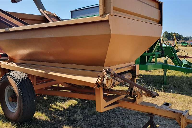 Bredal Spreaders Trailed spreaders 5 ton Bredal Lime spreader with extra sides