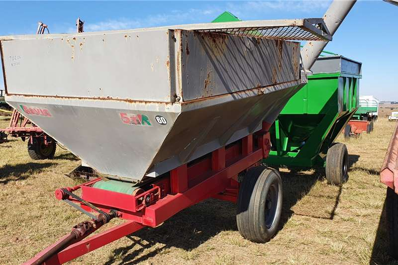 Bredal Spreaders Trailed spreaders 5 ton Rovic Lime spreader and maize debulker