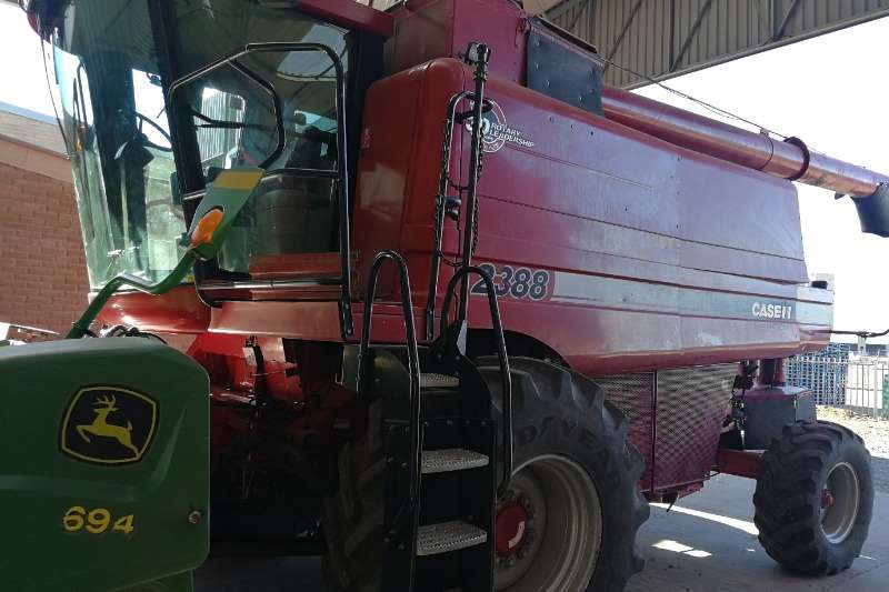 Case Combine harvesters and harvesting equipment Case 2388 2wd Combine 2007