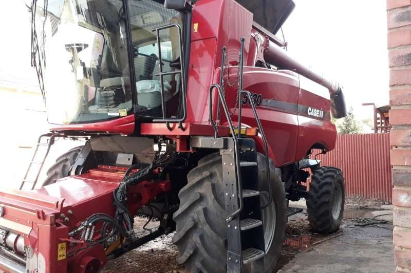 Case Combine harvesters and harvesting equipment Grain harvesters Case IH 5130 2015