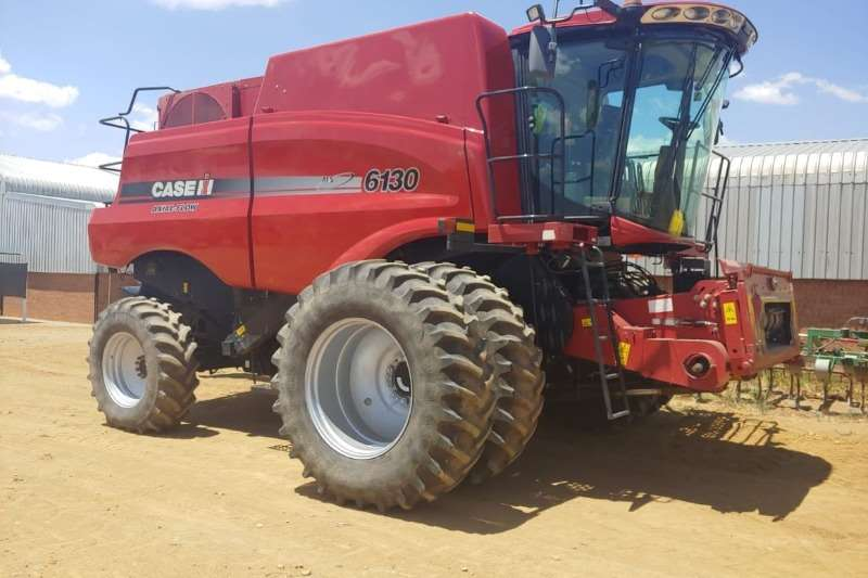 Case Combine harvesters and harvesting equipment Grain harvesters Case IH 6130 2014