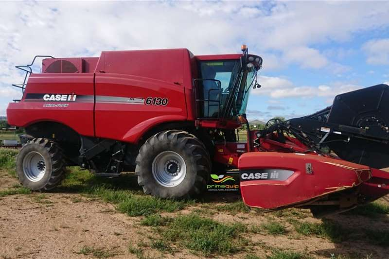 Case Combine Harvesters and Harvesting Equipment Grain Harvesters Case IH 6130 + Case IH 2020 2013
