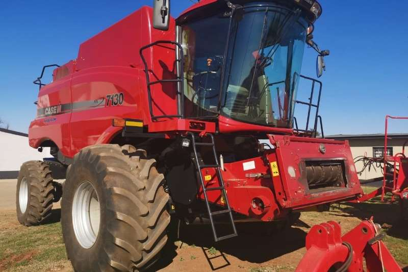 Case Combine harvesters and harvesting equipment Grain harvesters Case IH 7130 4WD 2014