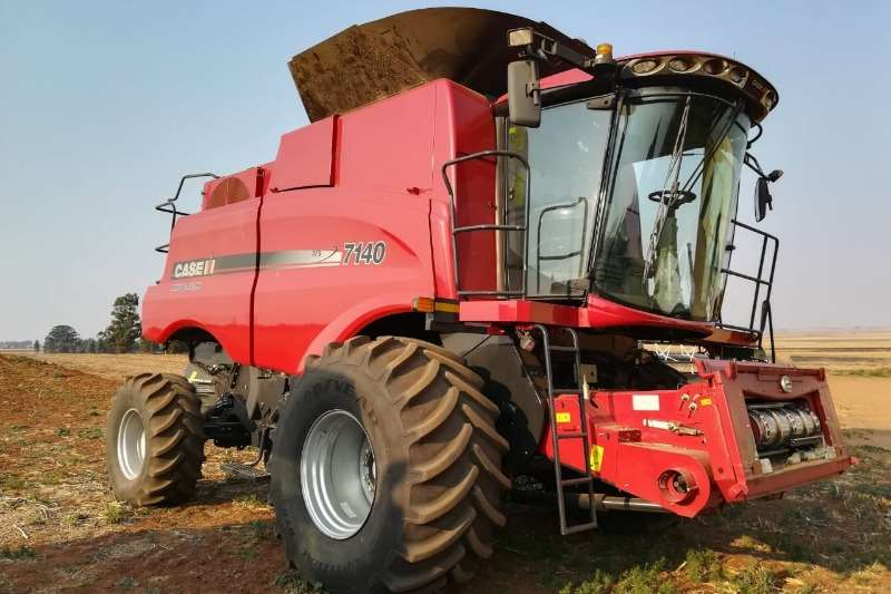 Case Combine harvesters and harvesting equipment Grain harvesters Case IH 7140 2017