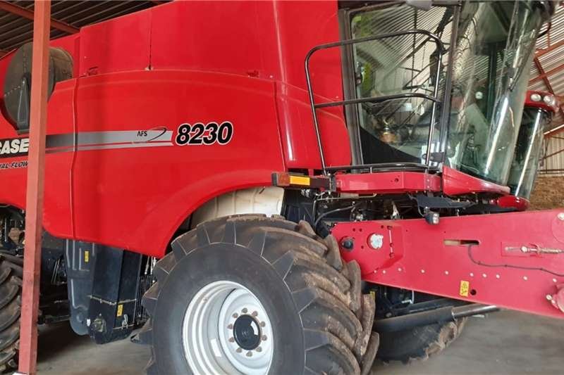 Case Combine Harvesters and Harvesting Equipment Grain Harvesters Case IH 8230 2015