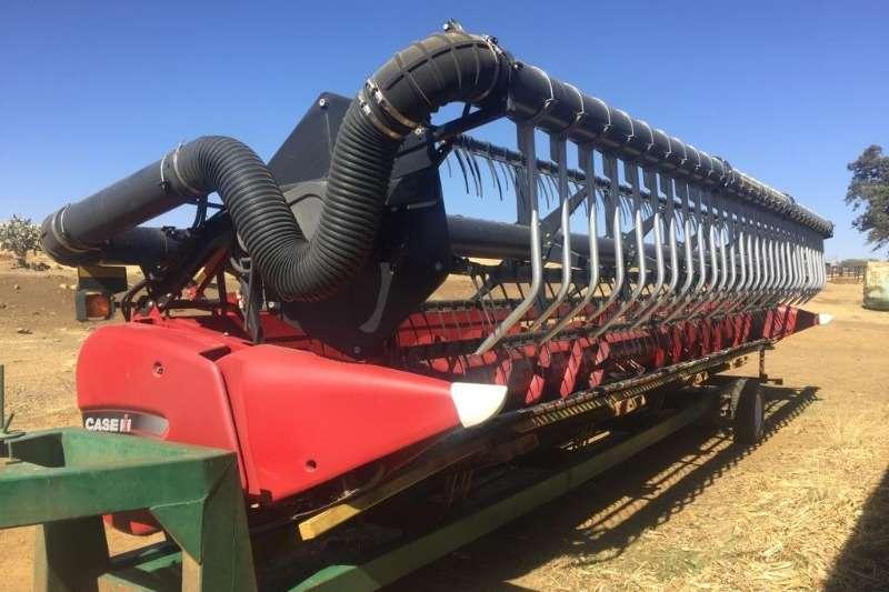 Case Combine harvesters and harvesting equipment Other heads Case IH 3020 TerraFlex 30 Ft 2017