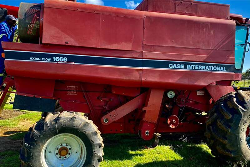 Case Grain harvesters Case 1666 Axial Flow Harvesting equipment