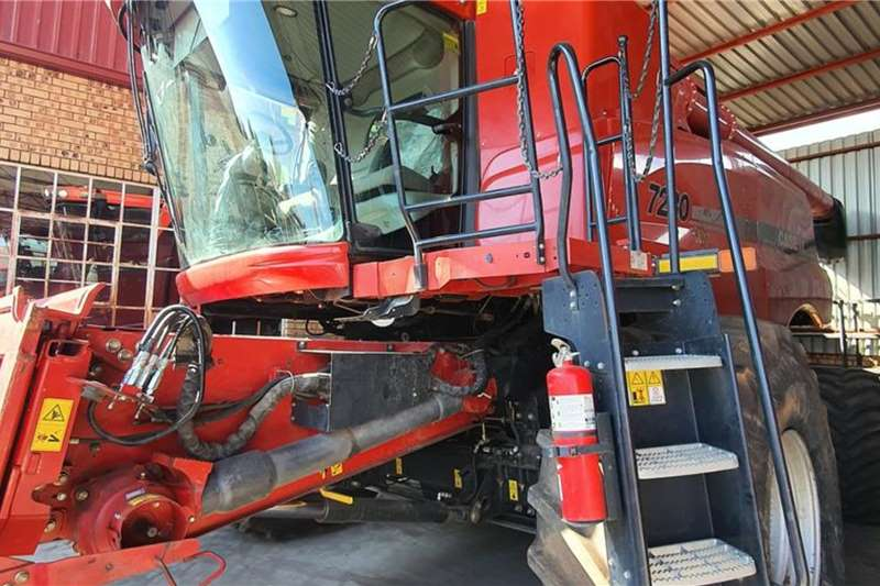 Case Harvesting equipment Grain harvesters Case IH 7230 2014