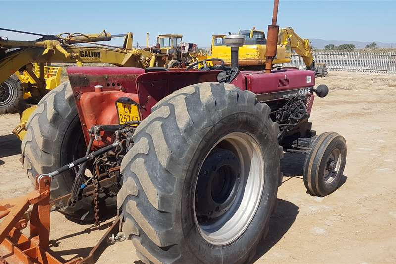 Case 2WD tractors CASE IH 685A Tractors