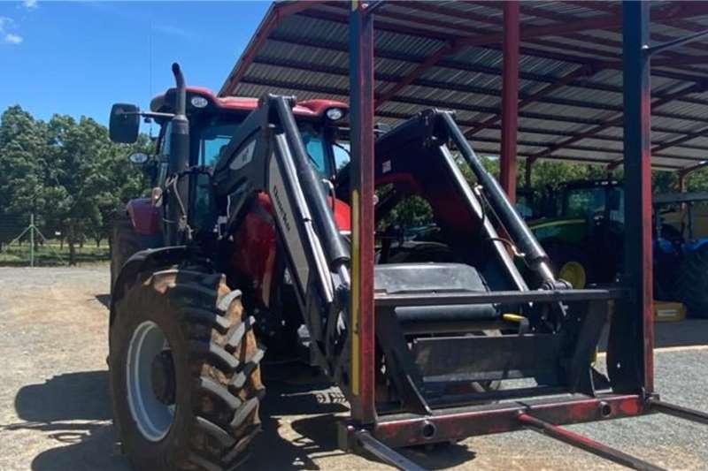 Case 4WD tractors Case Maxxum 125 + Quicke Q6M Tractors