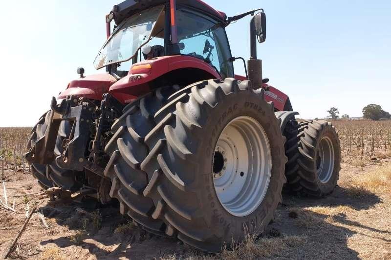 Case Four wheel drive tractors Case IH Magnum 340 Tractors