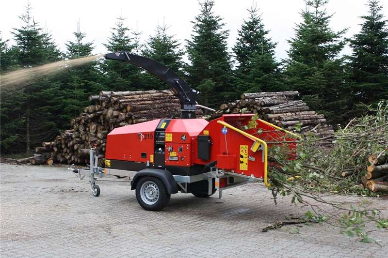 Chippers Wood chippers 22) Wood Chipper TP 215 MOBILE The Arborist must h