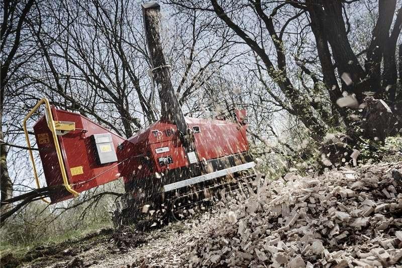 Chippers Wood chippers 6) Wood Chipper T P 160 TRACK