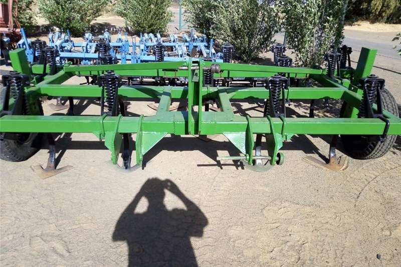 Chisel ploughs 15 Tand John Deere beitelploeg