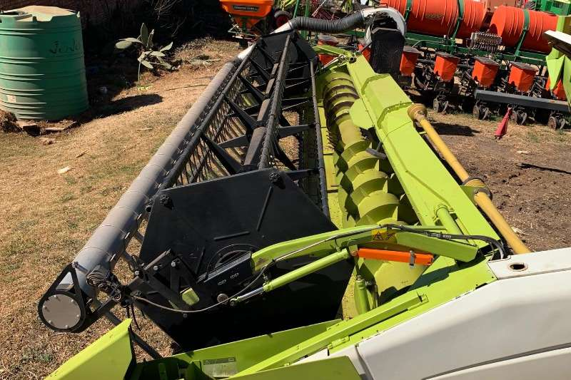 Claas Combine harvesters and harvesting equipment Claas Flex 750   S with AWS Air reel