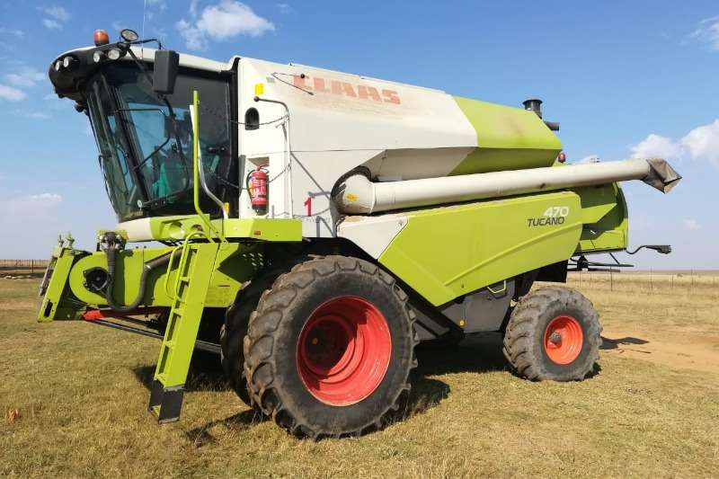 Claas Combine harvesters and harvesting equipment Grain harvesters CLAAS TUCANO 470 2011