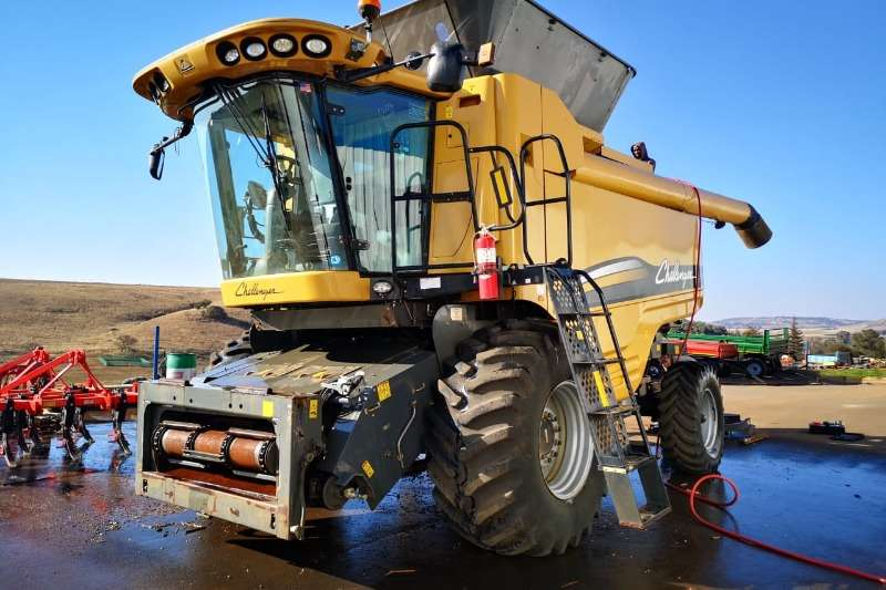 Combine Harvesters and Harvesting Equipment Grain Harvesters Challenger Harvester 670B