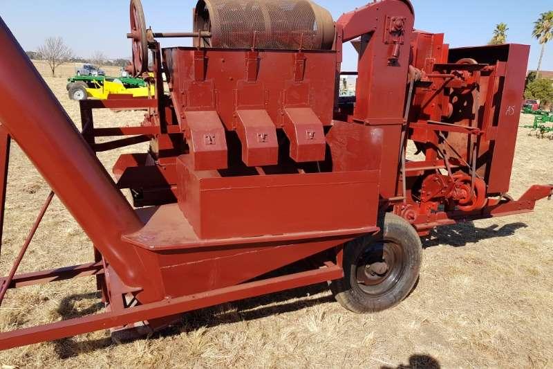 Combine harvesters and harvesting equipment Threshers Soilmaster Maise Sheller / dorsmasjien