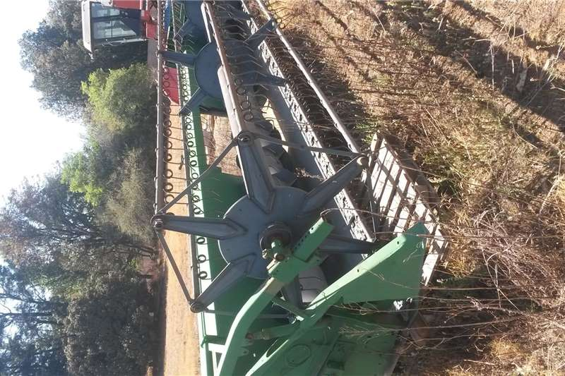 Combine harvesters and harvesting equipment Wheat heads Koring tafel new holland