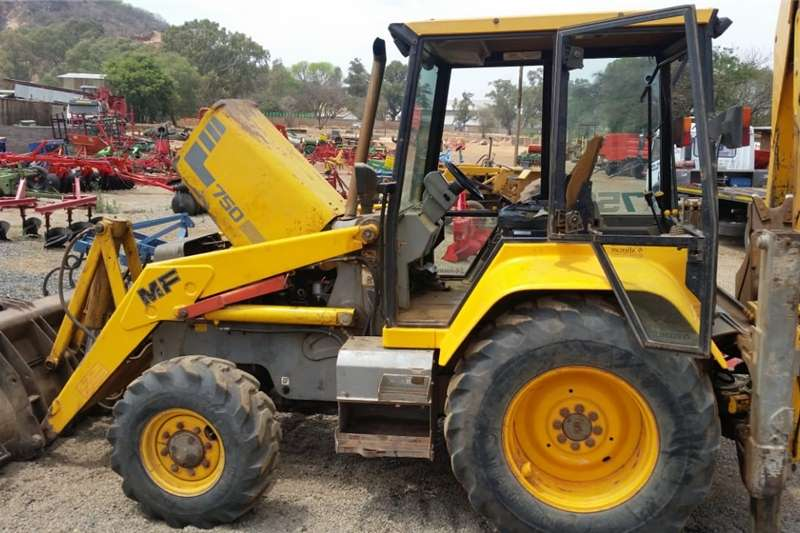 Construction  Massey Ferguson (MF) 750 4x4 Pre-Owned TLB