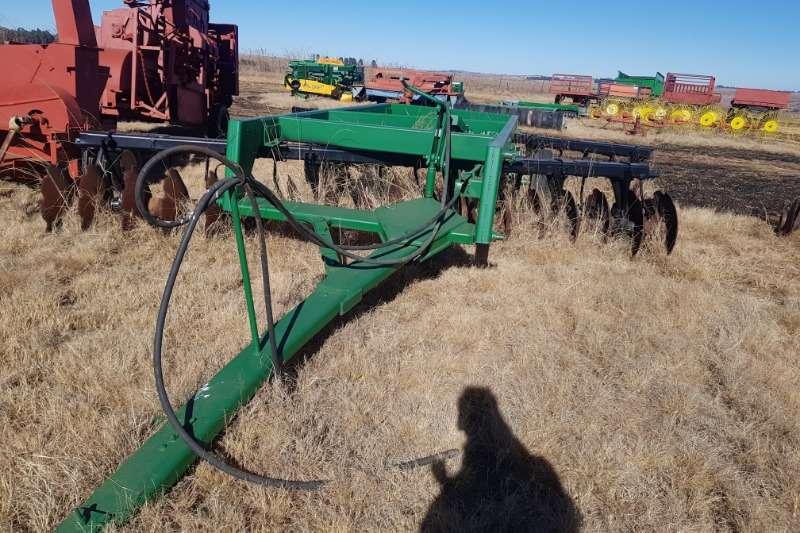 Cultivators Harrows John Deere 640 18x18 36 offset hydraulic disc