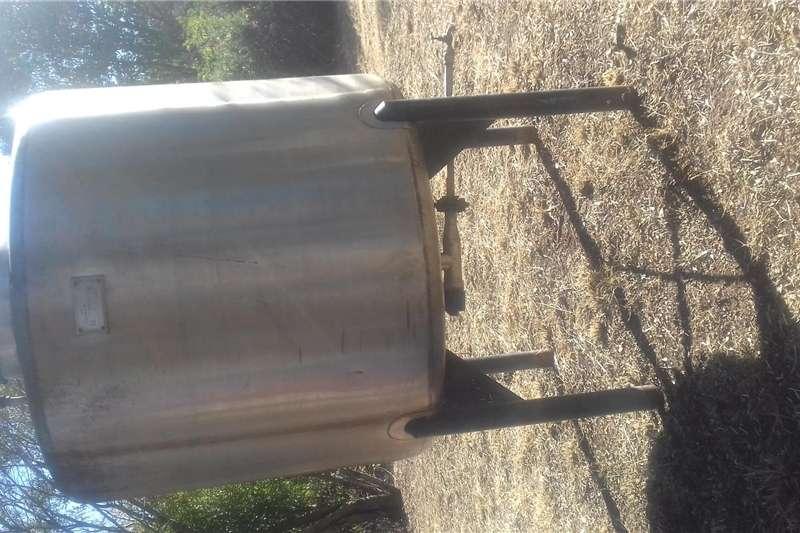 Dairy farming Holding tanks 2000L s/s tank