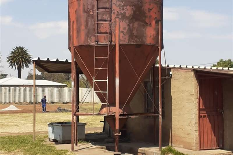 Holding tanks SILO in good condition Dairy farming