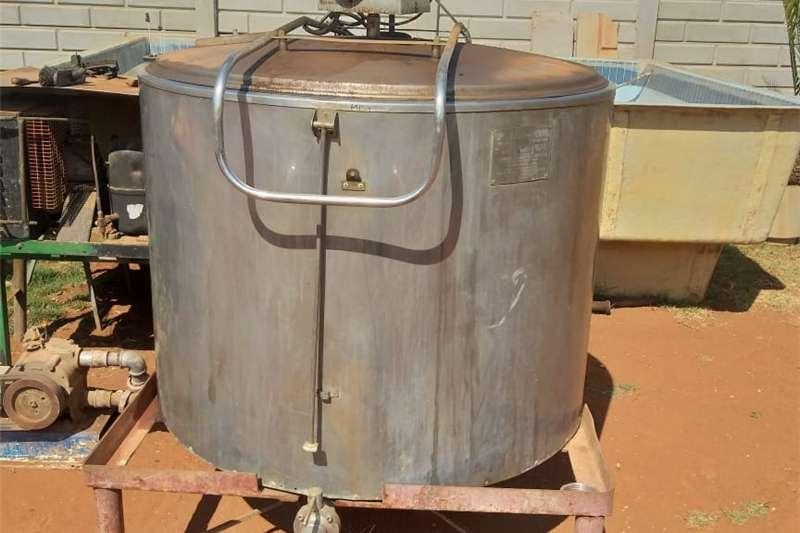 Dairy farming Milk machines Milktank and milkmachine for sale