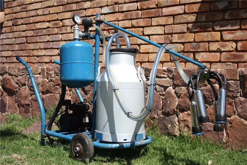 Dairy farming Milk machines Portable milker for sale