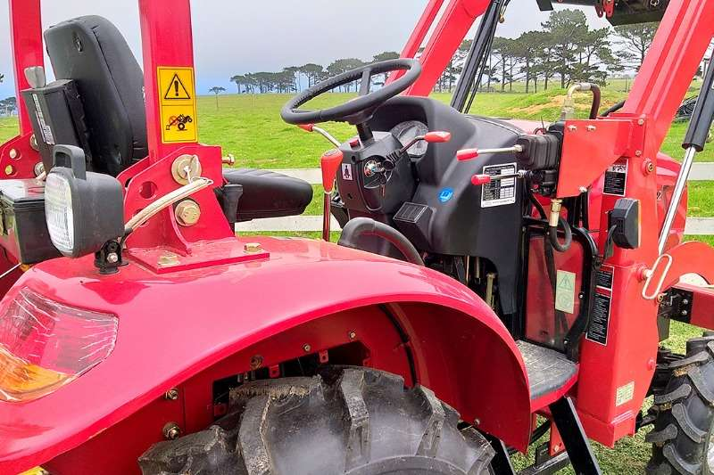 Dongfeng Utility tractors 30HP 4X4 Tractor Tractors