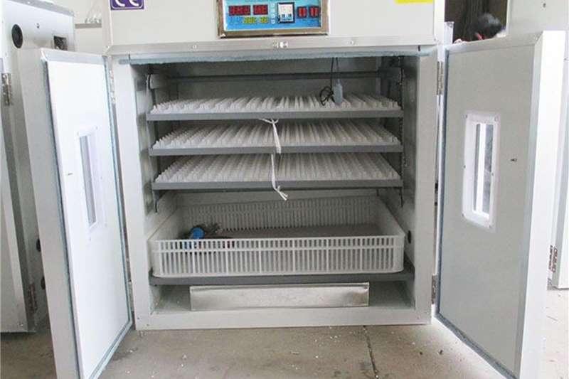 352 CHICKEN EGG INCUBATOR Egg incubator