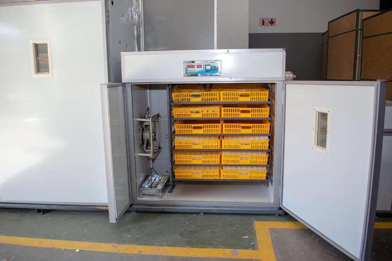 Egg incubator POULTRY INCUBATORS