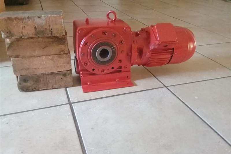 Electric motors / elektriese motors 1.5kw ELECTRIC MOTOR & GEARBOX