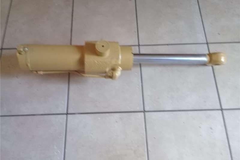Electric motors / elektriese motors Hydraulic Cylinder