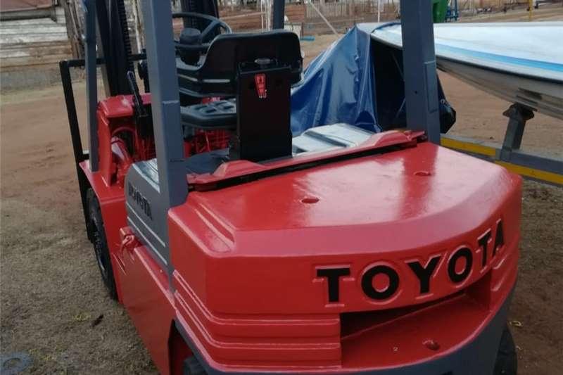 Electric motors / elektriese motors toyota diesel forklift 2.5 ton