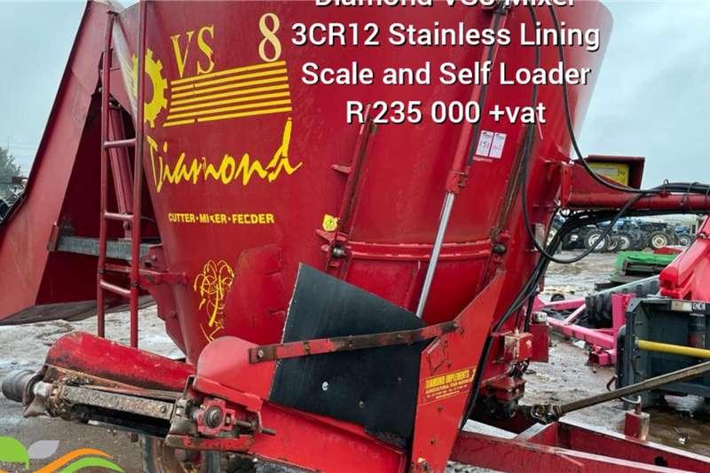 Feed Mixer Diamond VS 8 feedmixer with selfloader. Feed wagons