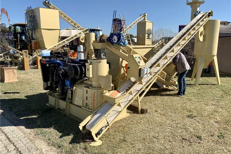 GRAIN AND FEED EQUIPMENT Feed mixers