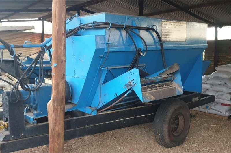 Horizontal feed mixers Feedmixer Voermenger Feed mixers