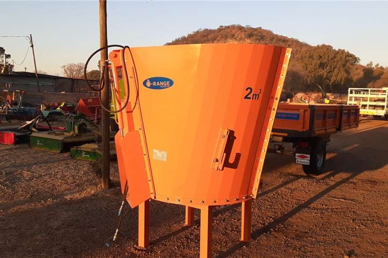 Orange 2 Cube Feed Mixer / Voer Menger New Impleme Feed mixers