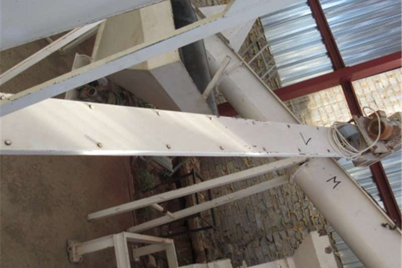 Feed mixers Other feed mixers Feeding Auger (M)	DE06