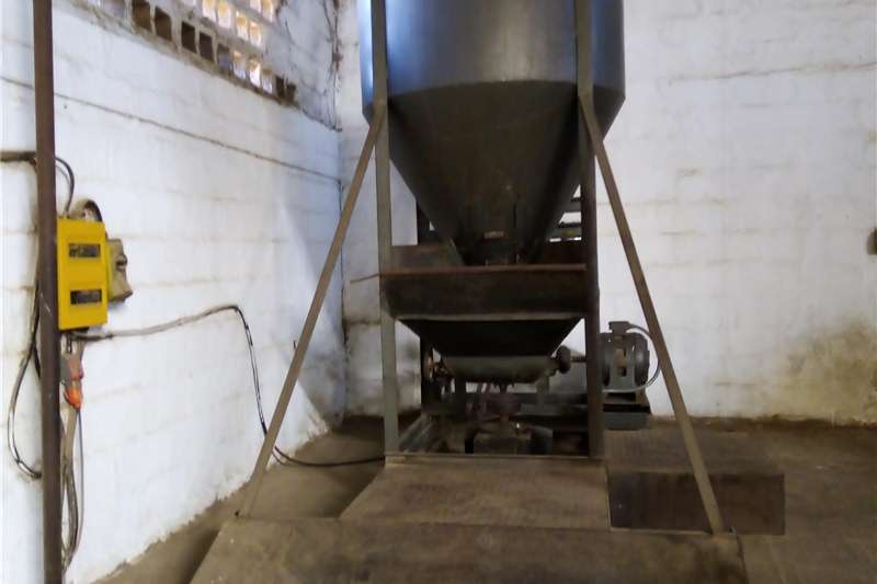 Feed mixers Vertical feed mixers Second Hand Vertical Mixer