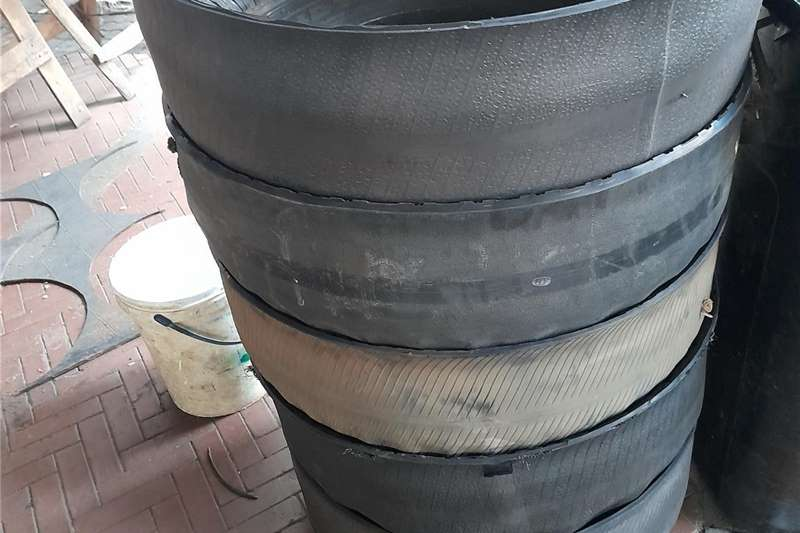 Containers to feed Cattle/Pigs/Goats/Sheep Feed wagons