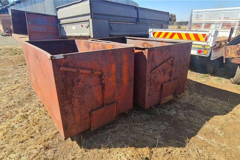 Tap Bakke R4000 + vat elk Feed wagons