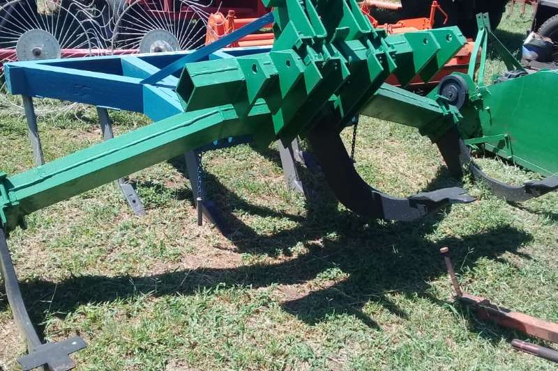 Feeler Ploughs Chisel ploughs drie tand v rippers