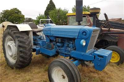 Ford 2WD tractors Ford 7600 Tractors