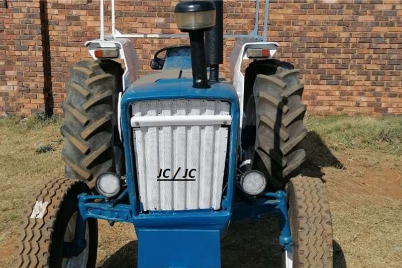 Ford Tractors FORD 300 TRACTOR