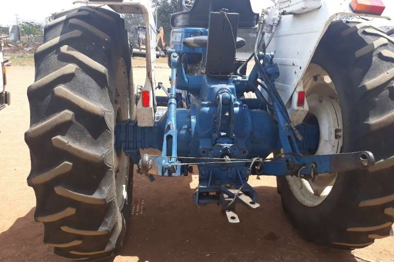 Ford FORD 6600 TRACTOR 2 X 4 Tractors