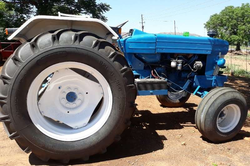 Ford Tractors FORD 7160 TRACTOR 2X4