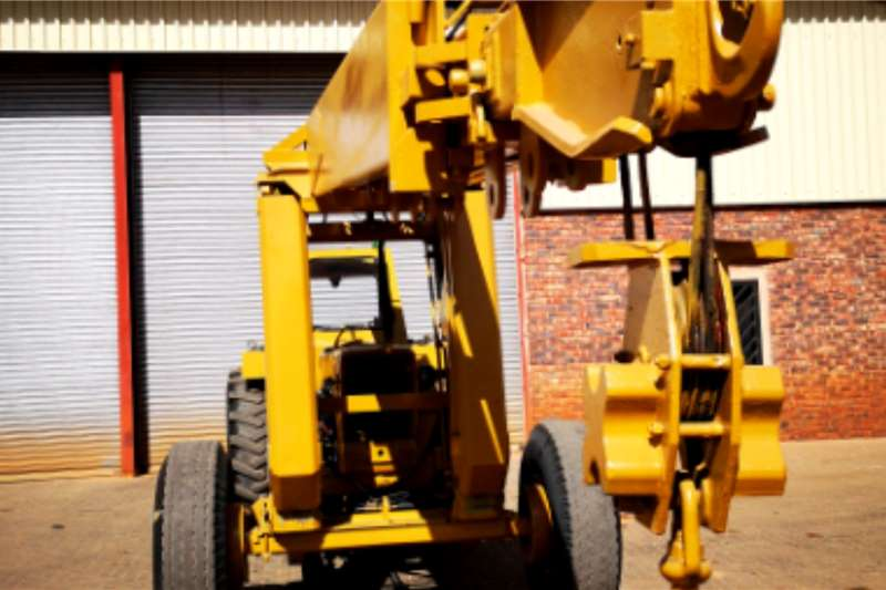 Ford FORD TRACTOR WITH 10 TON MOBILIFT CRANE Tractors